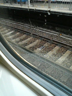 新幹線が止まってる〜。